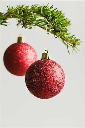 Red Christmas baubles handing from Christmas tree Stock Photo - Premium Royalty-Free, Code: 632-06354396