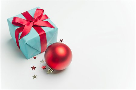 Christmas present and ornament Stock Photo - Premium Royalty-Free, Code: 632-06354403