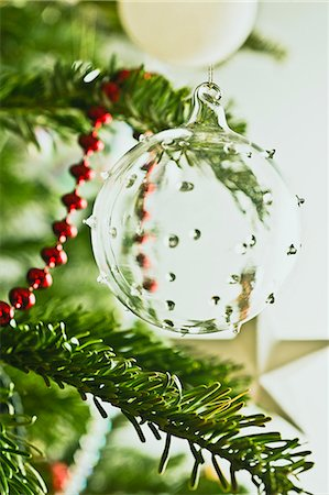 Glass Christmas ornament on tree Stock Photo - Premium Royalty-Free, Code: 632-06404194
