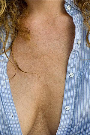 Close-up of mature woman's chest and cleavage Stock Photo - Premium Royalty-Free, Code: 632-06404504