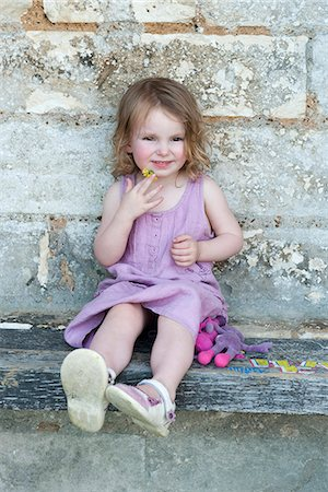 Little girl sitting on curb, portrait Stock Photo - Premium Royalty-Free, Code: 632-06967691