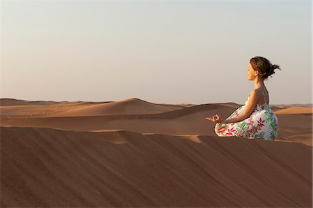 desert people dress photos - Girl meditating in desert Stock Photo - Premium Royalty-Free, Code: 632-07161271