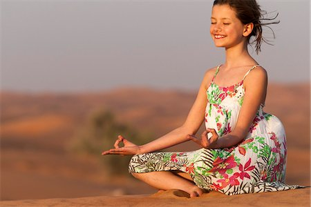 desert people dress photos - Girl meditating in desert Stock Photo - Premium Royalty-Free, Code: 632-07161272