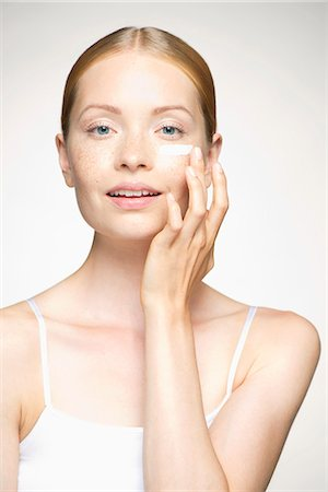 prevention - Young woman applying moisturizer under eye Stock Photo - Premium Royalty-Free, Code: 632-07494940