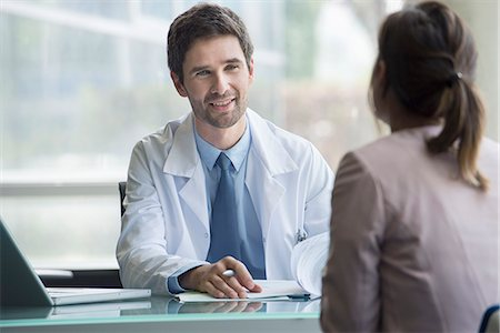 Doctor meeting with patient Stock Photo - Premium Royalty-Free, Code: 632-08129856