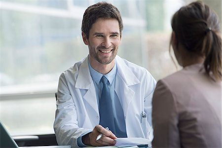 Healthcare worker meeting with patient in office Stock Photo - Premium Royalty-Free, Code: 632-08129859