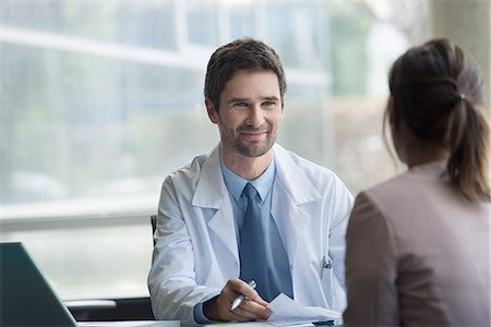 Doctor meeting with patient Stock Photo - Premium Royalty-Free, Code: 632-08129860