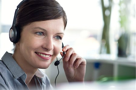 Receptionist using telephone headset Stock Photo - Premium Royalty-Free, Code: 632-08129993