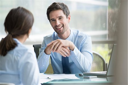 Insurance agent meeting with prospective customer Stock Photo - Premium Royalty-Free, Code: 632-08227390
