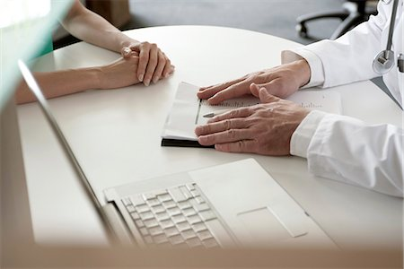 results - Doctor presenting test results to patient Stock Photo - Premium Royalty-Free, Code: 632-08227706