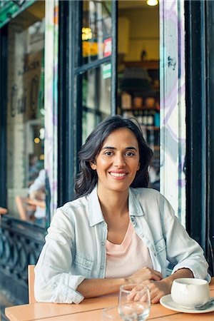 Woman sitting at sidewalk cafe Stock Photo - Premium Royalty-Free, Code: 632-08331609