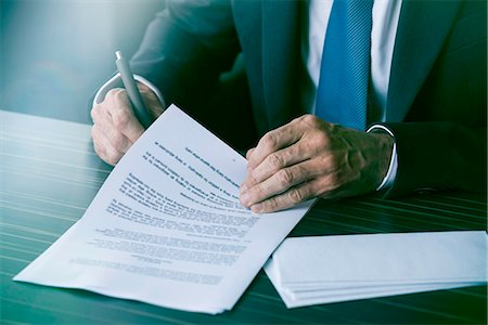 Executive signing document Stock Photo - Premium Royalty-Free, Code: 632-08331688