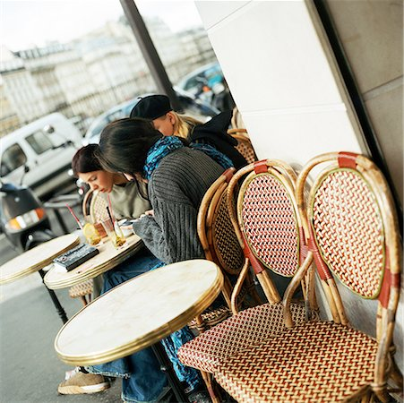 Teenagers sitting at cafe terrace Stock Photo - Premium Royalty-Free, Code: 632-01137074