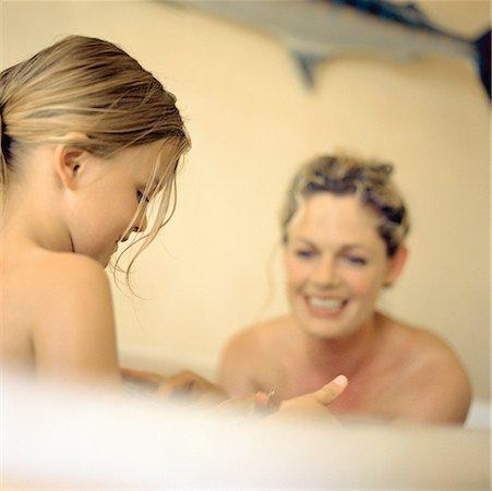 Woman and girl in bathtub Stock Photo - Premium Royalty-Free, Code: 632-01142297