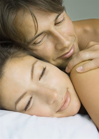 Couple lying in bed, close-up of faces Stock Photo - Premium Royalty-Free, Code: 632-01156324