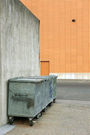 Trash bins in alleyway Stock Photo - Premium Royalty-Free, Code: 632-02690392
