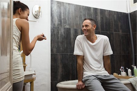 Couple talking and laughing in bathroom Stock Photo - Premium Royalty-Free, Code: 632-03754315
