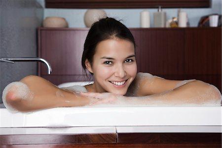 Woman relaxing in bath, portrait Stock Photo - Premium Royalty-Free, Code: 632-03847941
