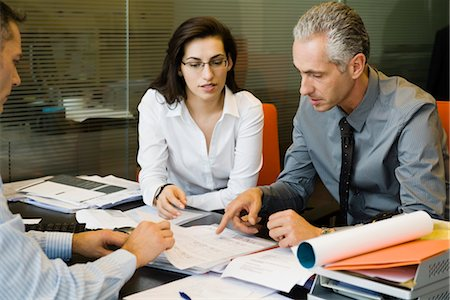 Clients discussing paperwork with businessman Stock Photo - Premium Royalty-Free, Code: 632-03848059