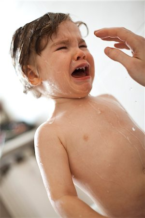 Toddler boy crying in the bath Stock Photo - Premium Royalty-Free, Code: 632-03848239