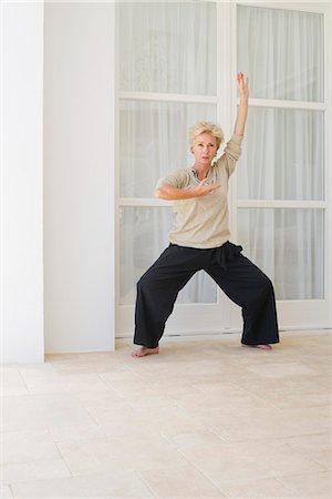 Mature woman practicing tai chi chuan Stock Photo - Premium Royalty-Free, Code: 633-06354804