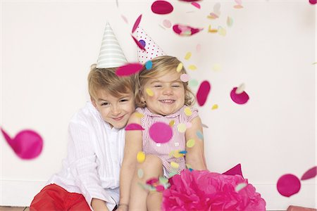 family image and confetti - Children at birthday party Stock Photo - Premium Royalty-Free, Code: 633-08150975