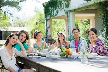 Friends having meal together, portrait Stock Photo - Premium Royalty-Free, Code: 633-08638907