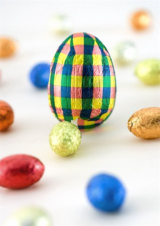 Chocolate eggs, wrapped Stock Photo - Premium Royalty-Free, Code: 633-01272885