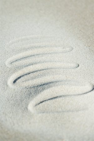 Squiggly pattern traced in sand Stock Photo - Premium Royalty-Free, Code: 633-01715455