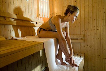 Woman relaxing in sauna Stock Photo - Premium Royalty-Free, Code: 633-03444494