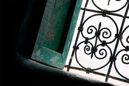 scroll (design) - Window with wrought ironwork Stock Photo - Premium Royalty-Free, Code: 644-01437913