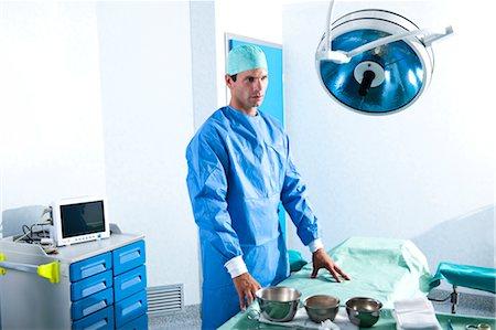 Surgeon in operating room Stock Photo - Premium Royalty-Free, Code: 644-03659490