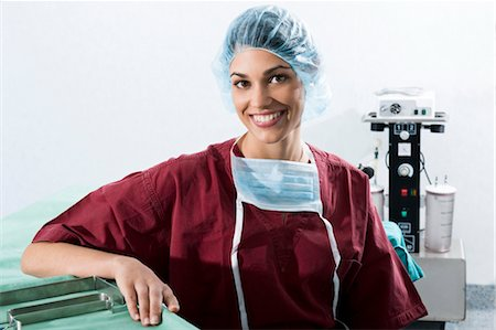 Surgeon in operating room Stock Photo - Premium Royalty-Free, Code: 644-03672109