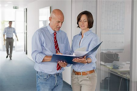 report - Business people signing papers in office Stock Photo - Premium Royalty-Free, Code: 649-04248136