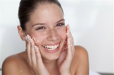 Woman scrubbing sugar on her face Stock Photo - Premium Royalty-Free, Code: 649-05520829