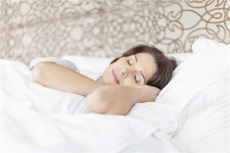 Woman asleep in bed Stock Photo - Premium Royalty-Free, Code: 649-05521562