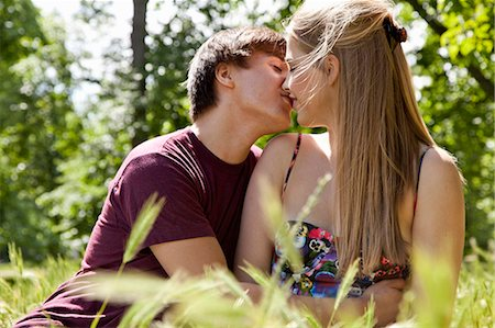 Teenage couple kissing in tall grass Stock Photo - Premium Royalty-Free, Code: 649-05555597