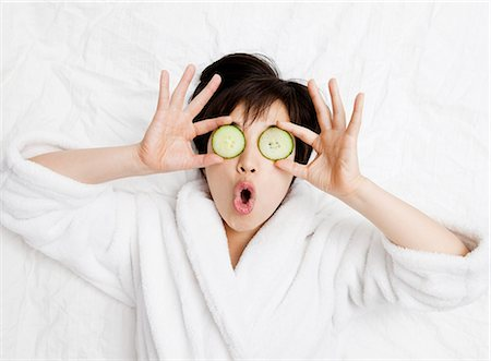 facial - Woman in bathrobe with cucumbers on eyes Stock Photo - Premium Royalty-Free, Code: 649-05555826