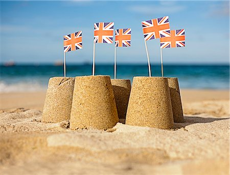 five - Sandcastles with Union Jack flags Stock Photo - Premium Royalty-Free, Code: 649-05648749