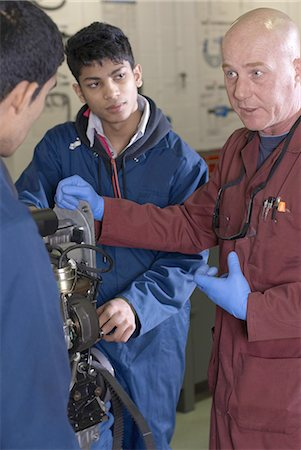 east indian (male) - Teacher helping students with car engine Stock Photo - Premium Royalty-Free, Code: 649-05649553
