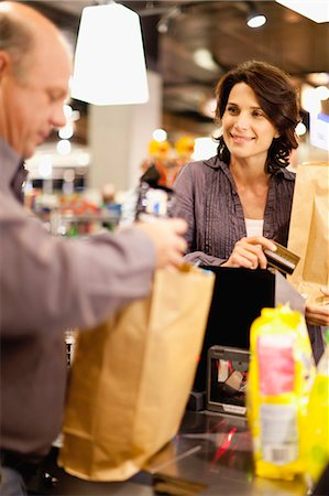 Woman buying groceries with credit card Stock Photo - Premium Royalty-Free, Code: 649-05657478