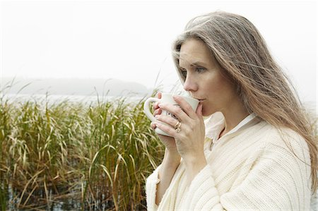 Older woman drinking coffee outdoors Stock Photo - Premium Royalty-Free, Code: 649-05802098