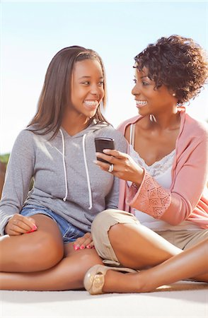 Mother and daughter using cell phone Stock Photo - Premium Royalty-Free, Code: 649-05819968