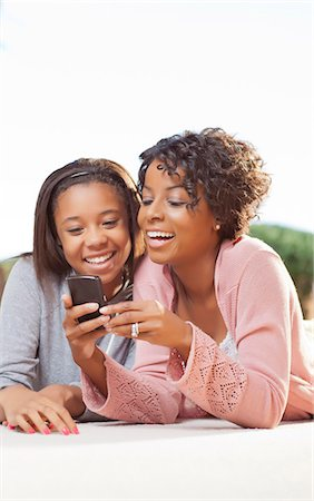 Mother and daughter using cell phone Stock Photo - Premium Royalty-Free, Code: 649-05819970