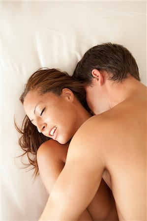 Nude couple kissing in bed Stock Photo - Premium Royalty-Free, Code: 649-05949631