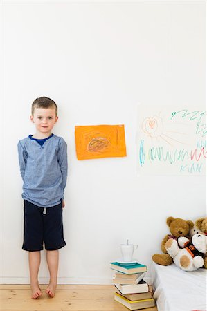 Boy with drawings on bedroom wall Stock Photo - Premium Royalty-Free, Code: 649-05949795