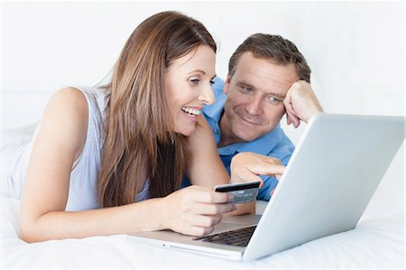 ebusiness - Couple shopping online on bed Stock Photo - Premium Royalty-Free, Code: 649-05949929