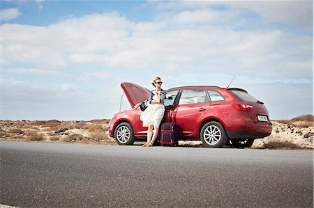 remote car - Woman with broken down car on rural road Stock Photo - Premium Royalty-Free, Code: 649-05950788