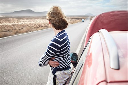 remote car - Woman with broken down car on rural road Stock Photo - Premium Royalty-Free, Code: 649-05950789