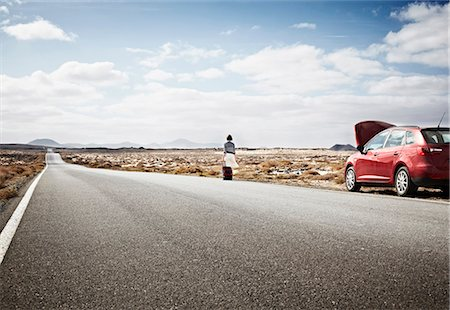 remote car - Woman with broken down car on rural road Stock Photo - Premium Royalty-Free, Code: 649-05950790